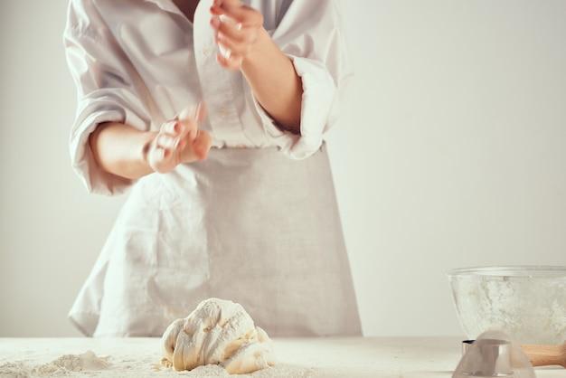 Замес теста своими руками выпечка профессиональное домашнее задание