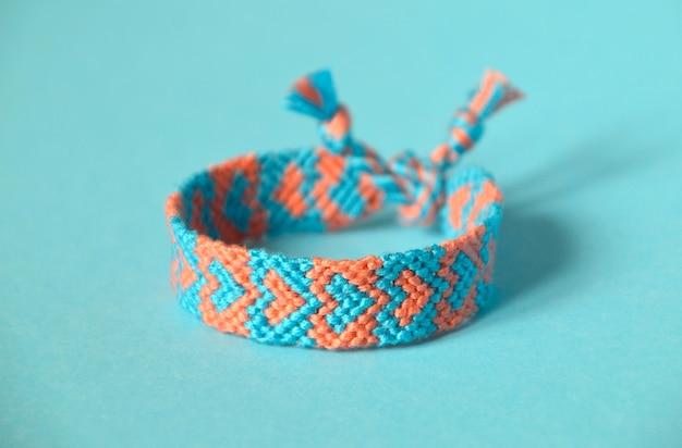 青とピンクのハート柄のdiy友情ブレスレット