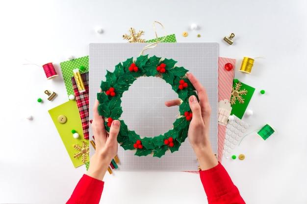 Diy 지시. 펠트로 크리스마스 화환 만들기. 공예 도구 및 용품. 7단계 - 최종.