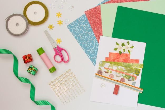 自分の手で新年のクリスマスカードのdiyの指導は赤ちゃんと一緒に自分でやる