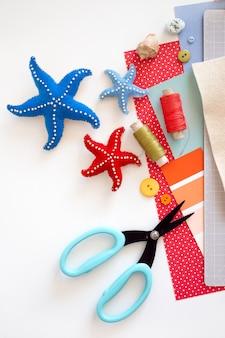 Diy 지시. 단계별 자습서. 여름 장식 만들기 - 펠트로 만든 불가사리 로프 화환. 공예 도구 및 용품.