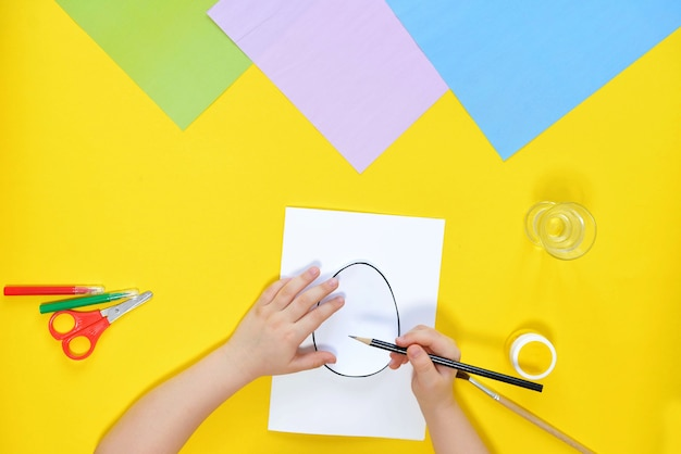Diy and kids creativity. step by step instruction create an easter card with chick.