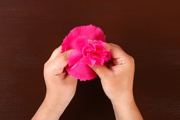 Diy may 9th carnations from crepe paper, wire and napkins. gift idea