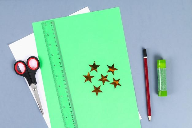 Diy белая рубашка бумага с зеленым галстуком
