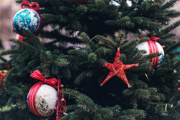 クリスマスツリーにdiyの手作りの装飾