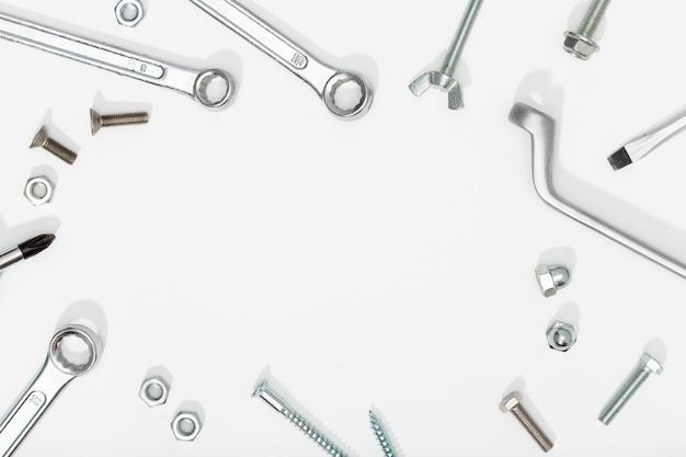 白い背景の上のツール。コピースペース。労働者の日やdiyのコンセプト