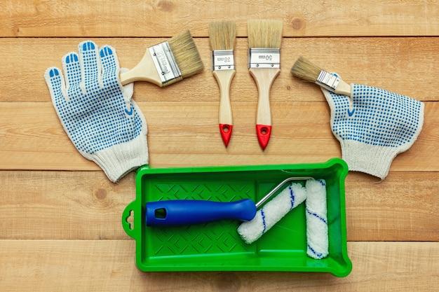 Кисть малярные перчатки деревянные доски diy