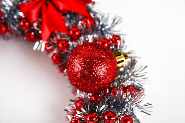 Diyのクリスマスリース。あなた自身の手でクリスマスリースを作る方法写真のガイド