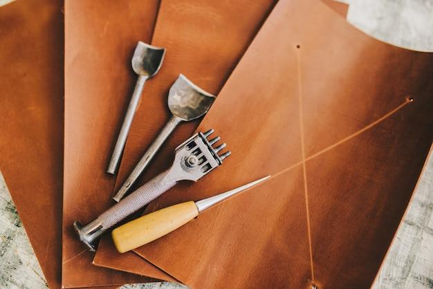 Кожаный дизайн diy инструменты плоский лежащий натюрморт