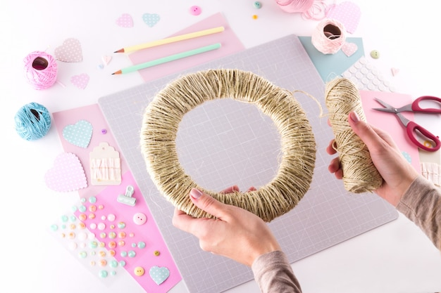Diyプロジェクトを作成します。編み飾り。クラフトツールと消耗品。シーズンホームバレンタインデーの装飾。