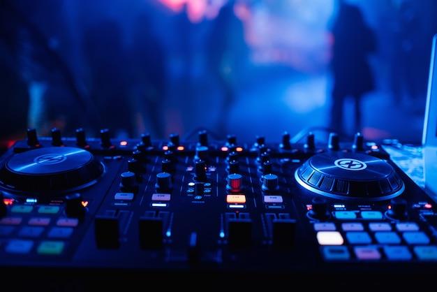 Dj-микшер для микширования музыки и звука