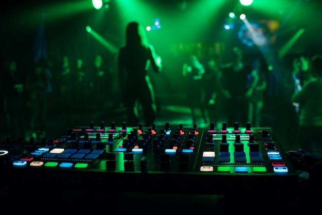 電子音楽のプロのミキシングのための音楽ミキサーdjコントローラーボード