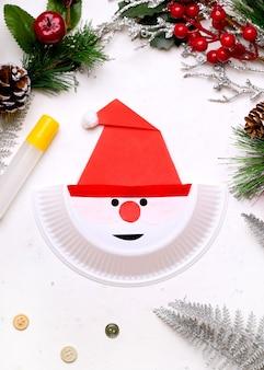 Сделай сам на рождество. прохождение. шаг третий. нарисуйте маркером глаза и рот. готово!