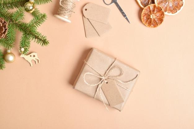 스스로 해. 새해와 크리스마스를 위한 선물 포장. 친환경 소재로 만든 선물 포장에 대한 단계별 지침.