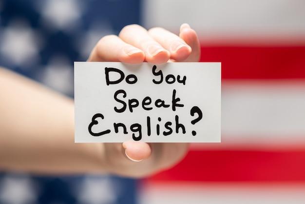 Вы говорите по-английски с текстом на карточке