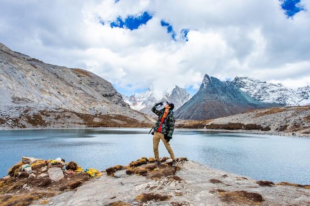 中国四川省のdoacheng yading国立公園の五色湖。最後のシャングリラ