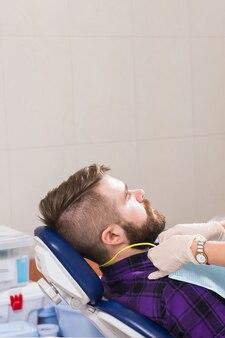 치과 의사와 환자입니다. 치과 및 치과 건강 개념입니다.