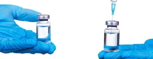 의사는 코로나 바이러스 백신으로 비올을 들고 있습니다.