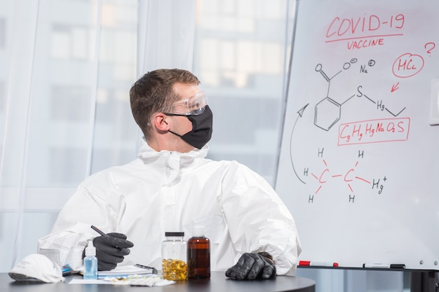 Ppeスーツユニフォームの医師がウイルス式を計算します。コロナウイルスアウトブレイク。 covid-19検疫の概念。医師と医療。個人用保護具 。ウイルスを止める。