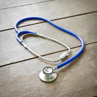 医師、機器設備の木の聴診器