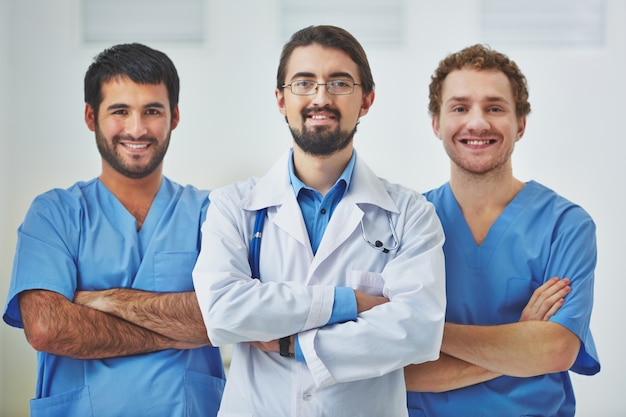 Doctor leading a medical team at the hospital Free Photo