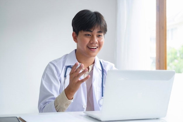 Doctor online, online medical communication network with patient, online medical consultation.