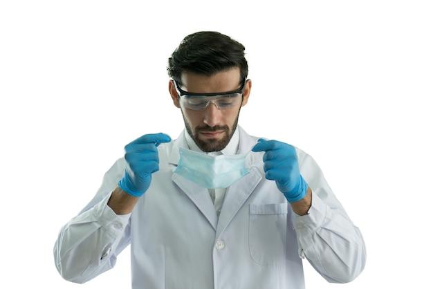 医療マスクと保護メガネを身に着けている医師の肖像画白い背景で隔離。
