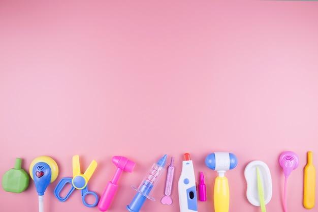 子供のためのおもちゃの医者セット。子供の医療器具。