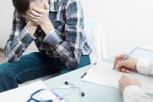 A doctor urologist advises the patient about prostate cancer.
