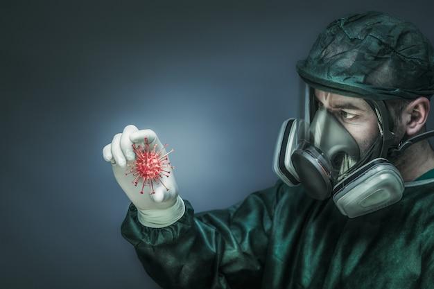 Доктор в защитной одежде и большой маске с фильтрами