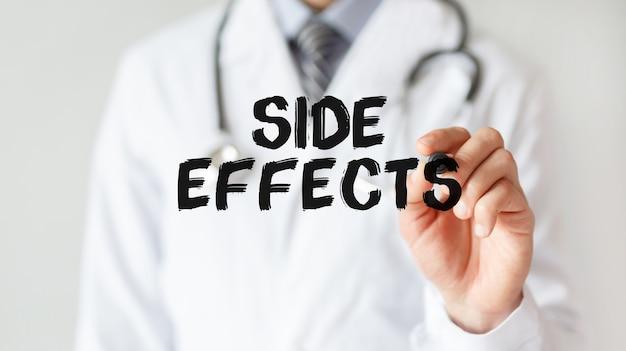 Доктор писать слово побочные эффекты с маркером, медицинская концепция