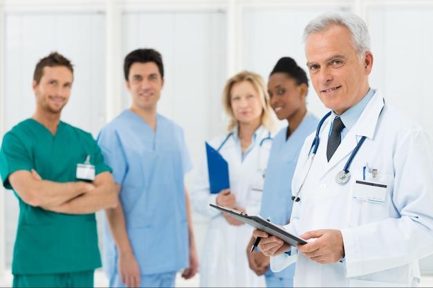 病院の医師チーム