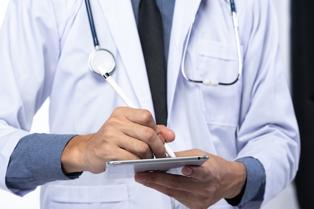 Doctors use tablets to analyze treatment outcomes and study medical science.