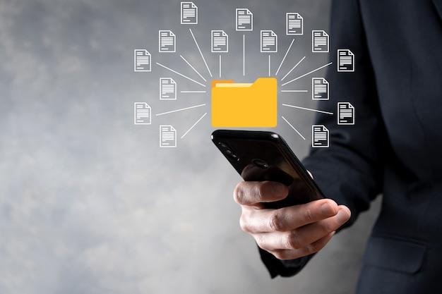 Система управления документами dms. деловая папка и значок документа. программное обеспечение для архивирования, поиска и управления корпоративными файлами и информацией. концепция интернет-технологий. цифровая безопасность. Premium Фотографии