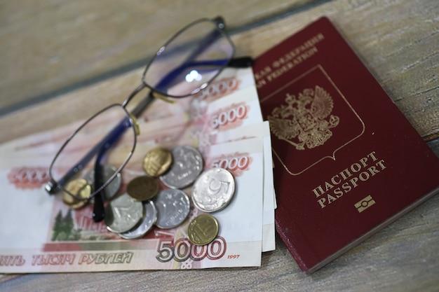 Документы и деньги на полу паспорт рф и валюта