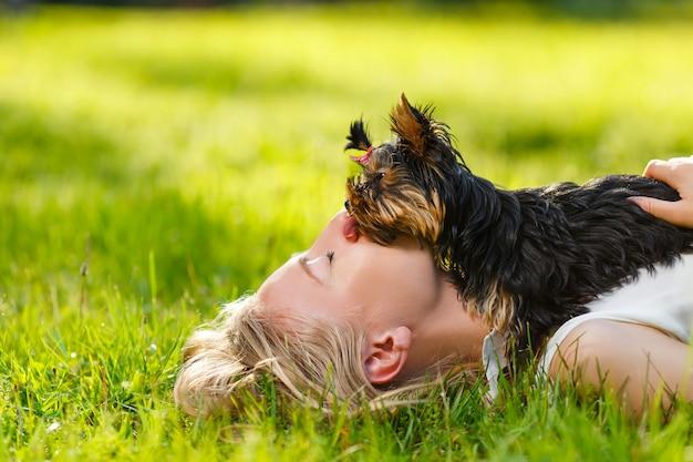 犬と彼の所有者