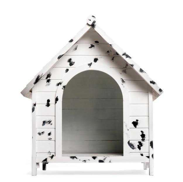 白で隔離される犬小屋