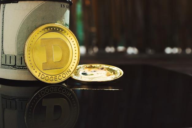 어두운 배경에 반사와 클로즈업에서 dogecoin 암호 화폐 동전