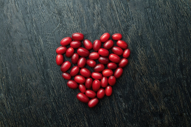Ягоды кизила как сердце