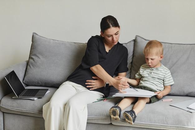 Выполнение творческого задания с сыном