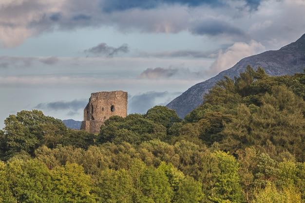 Замок долбадарн в уэльсе