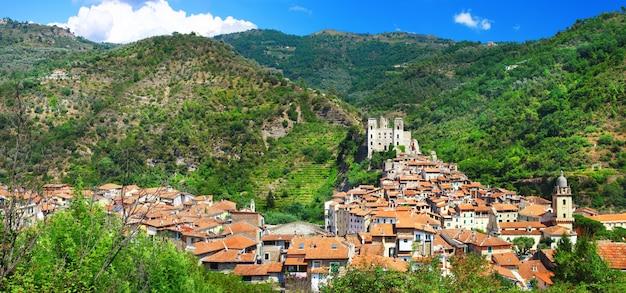 Дольчеаква, красивая средневековая деревня в лигурии, италия
