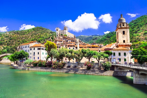 Дольчеаква, живописная средневековая деревня в лигурии, италия