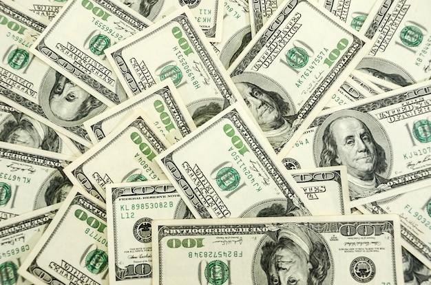 ドルの背景。 100ドルの額面でたくさんのお金
