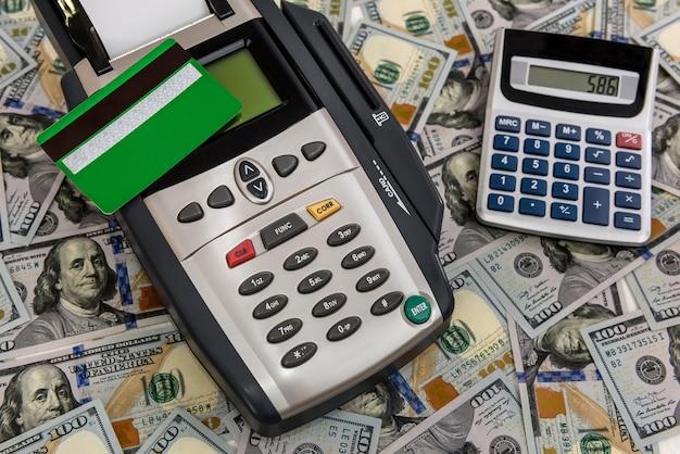 은행 터미널 및 계산기에 대한 달러 배경