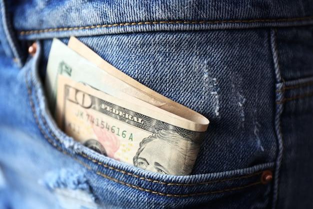 청바지 주머니 근접 촬영에 달러 지폐