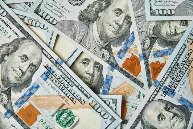달러 지폐 배경 더미 미국 돈 현금 백 달러 달러 지폐 금융 및 경제 위기