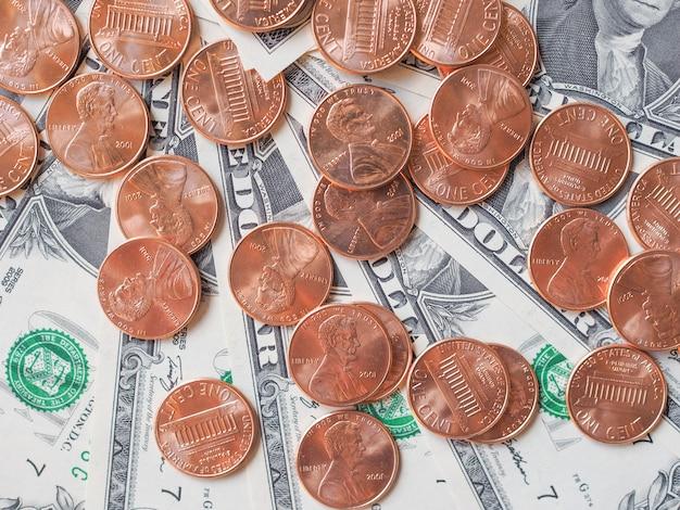 달러 동전과 지폐
