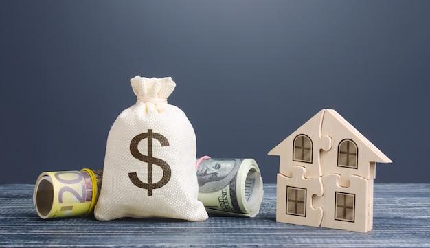 ドルのお金の袋とパズルの家。