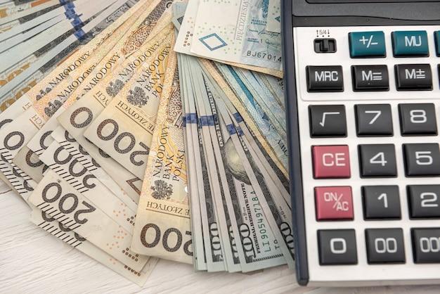 달러 즐로티 및 계산기 비즈니스 개념, 교환 개념